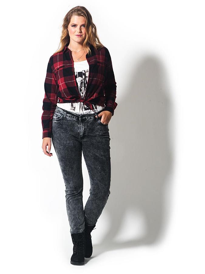 By Julia Jeans in Schwarz - 68%   Größe 58 Damenjeans jetztbilligerkaufen